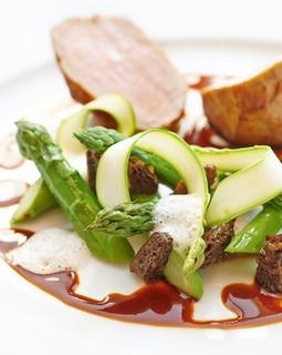 Royal Monceau Raffles Paris - La Cuisine - Quasi de veau asperges morilles.jpg